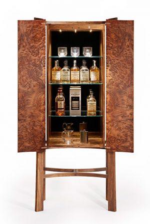 уиски шкаф